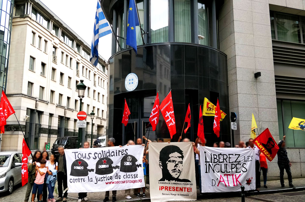Manifestation devant l'ambassade de Grèce