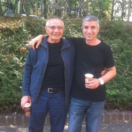Haydar Bern (à gauche) sa sa sortie de prison avec Mehmet Yeşilçalı, un des inculpés de l'ATIK, libéré en décembre 2017.