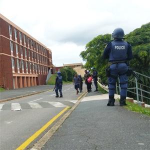 Déploiement policier devant l'UKZN