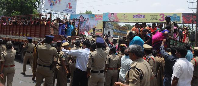 Des travailleurs arrêtés par la police de l'Andhra Pradesh