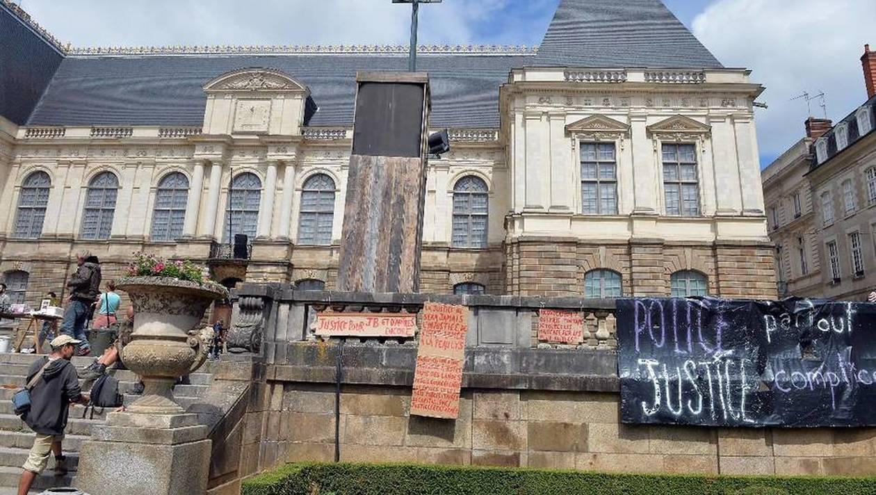 Rassemblement solidaire avec le zadiste devant le palais de justice de Rennes