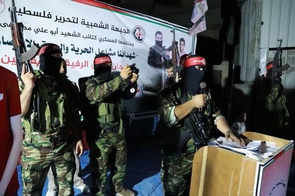 Prise de parole du représentant des Brigades Abu Ali Mustapha pendant la cérémonie.