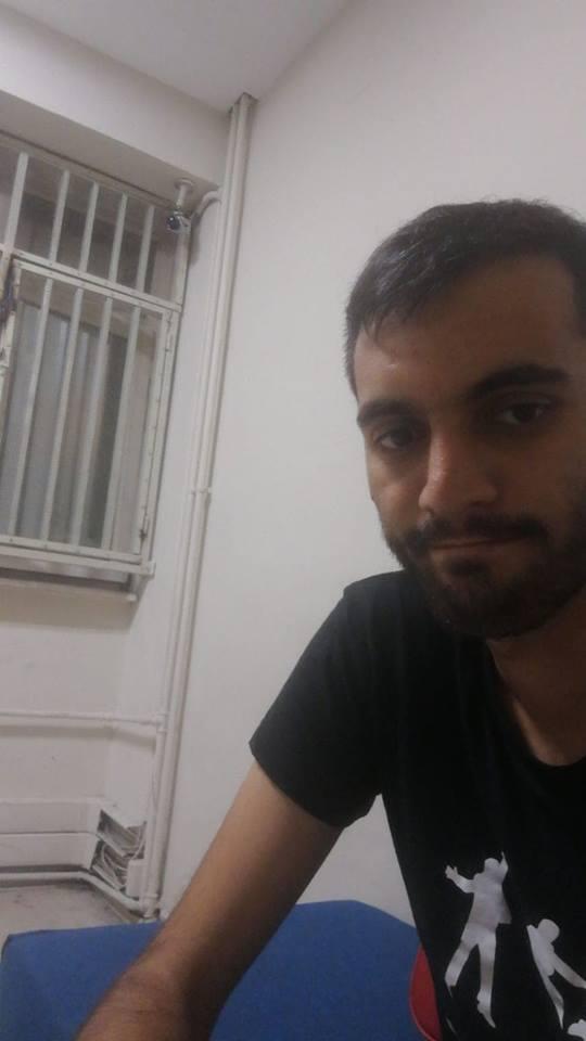 Ekrem Deniz lors de sa garde à vue (il avait encore son téléphone portable).