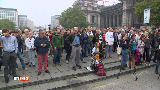 Rassemblement solidaire devant le palais de justice