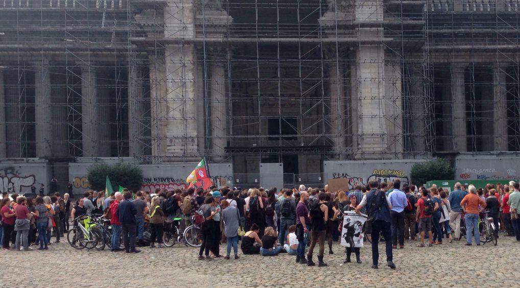 Le rassemblement solidaire place Poelaert