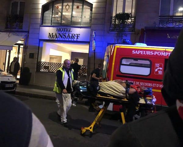 Inconscient, un des grévistes agressés est emmené à l'hôpital