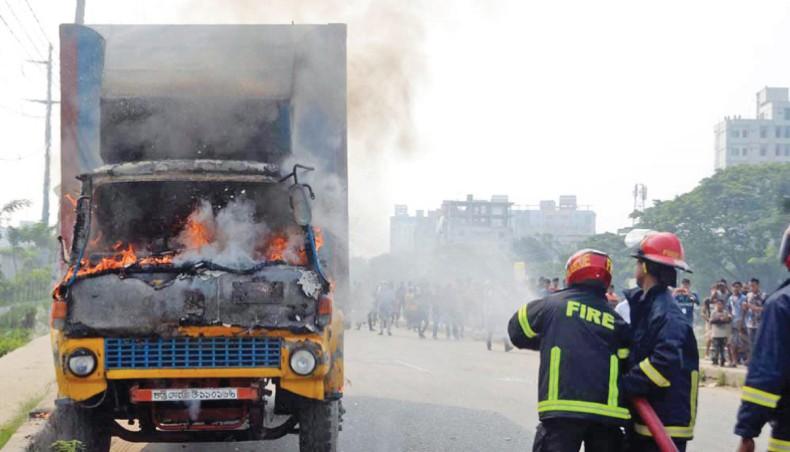 Le camion incendié pr les manifestants