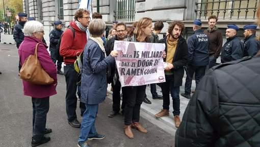 Les manifestants rue de la loi