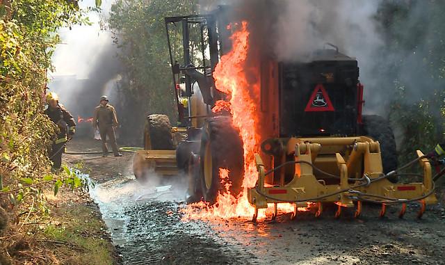 Engin de chantier incendié après l'assassinat du jeune mapuche