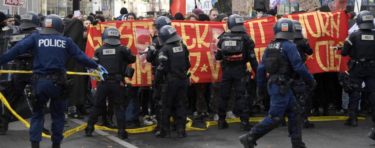 Les antifas dans la rues à Bâle