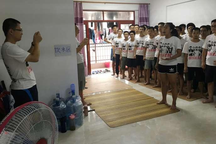 Des étudiants soutenant le mouvement des ouvriers de l'entreprise Jasic, à Huizhou, le 23 août.