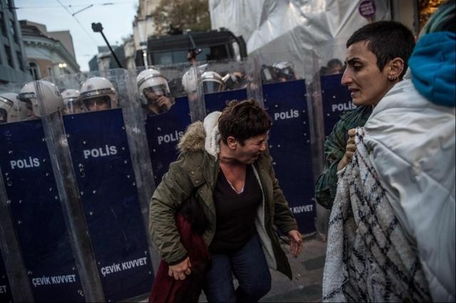 La répression de la manifestation à Istanbul