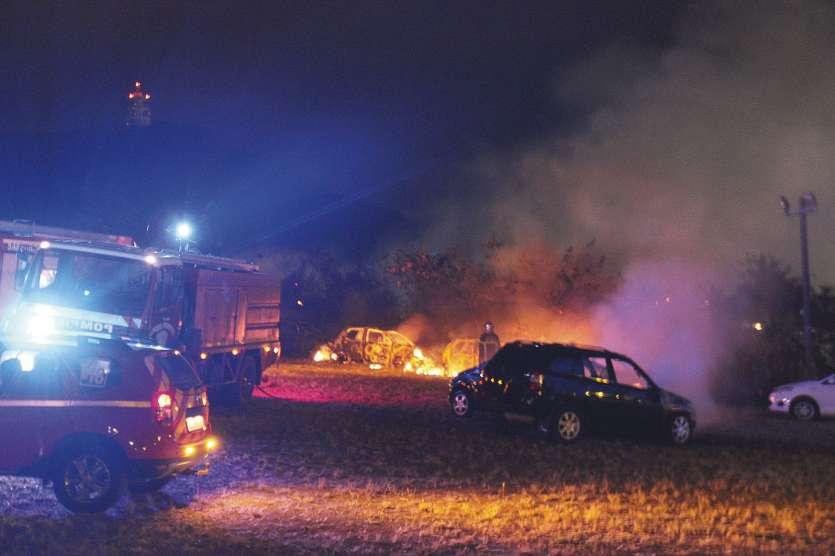 Voitures incendiées à Noumea