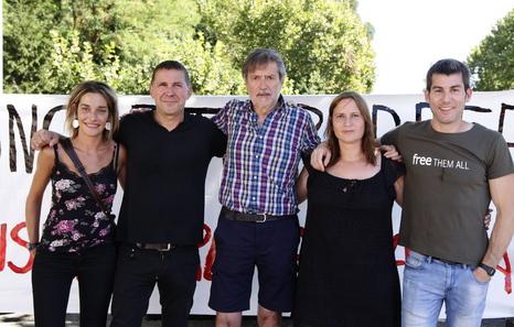 Miren Zabaleta, Arnaldo Otegi, Rafa Díez, Sonia Jacinto et Arkaitz Rodriguez.