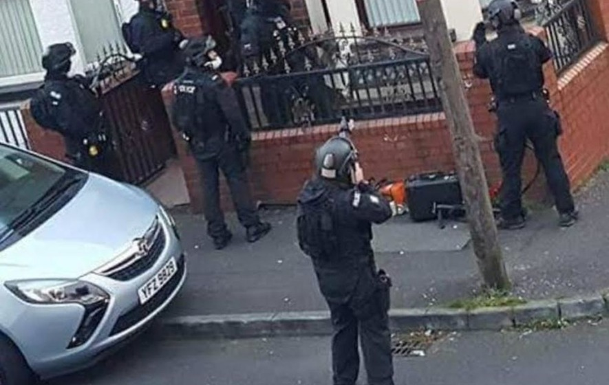 L'opération policière pour arrêter Sean Carlin, à Belfast, le 2 novembre