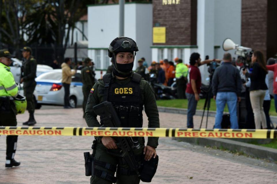 Périmètre de sécurité devant l'Ecole de police après l'attaque