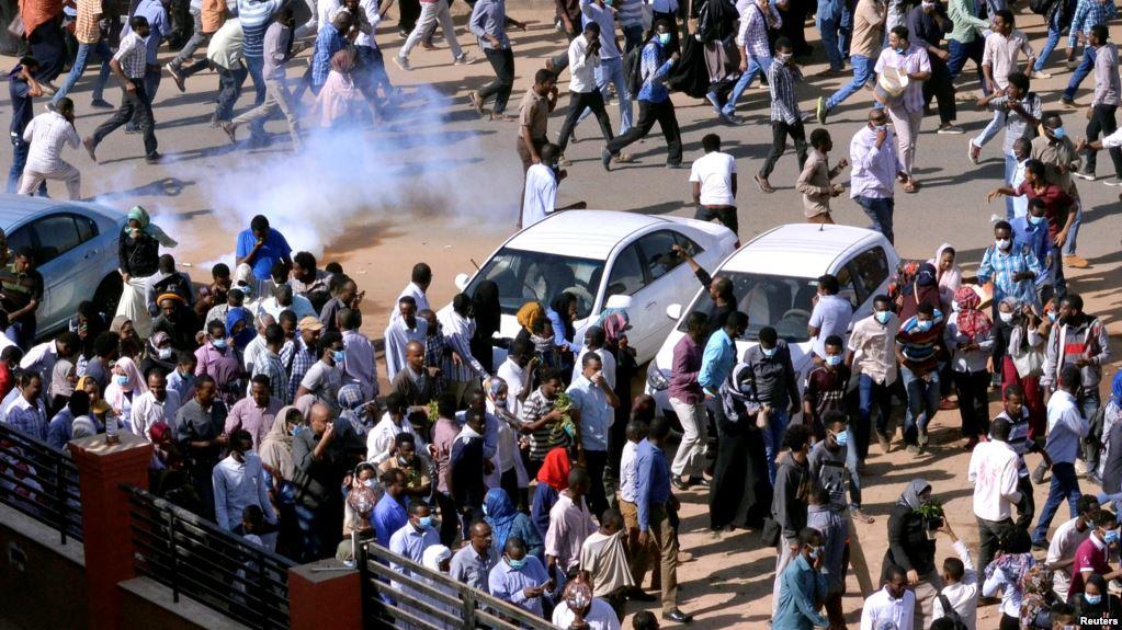 Gaz lacrymogènes dans le centre de Karthoum