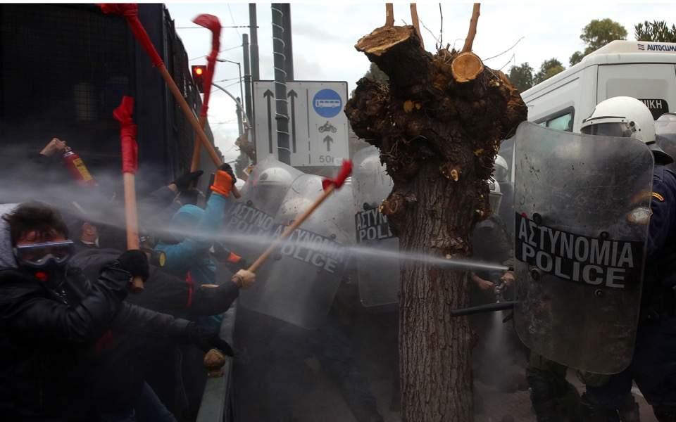 Enseignants contre policiers à Athènes