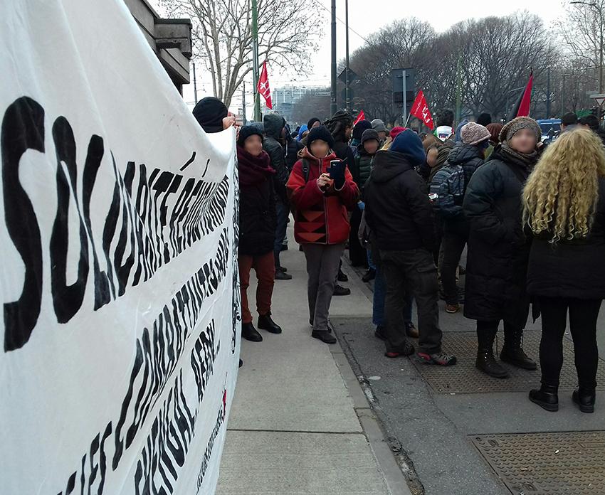 Rassemblement solidaire devant le palais de justice à Turin (Archive)
