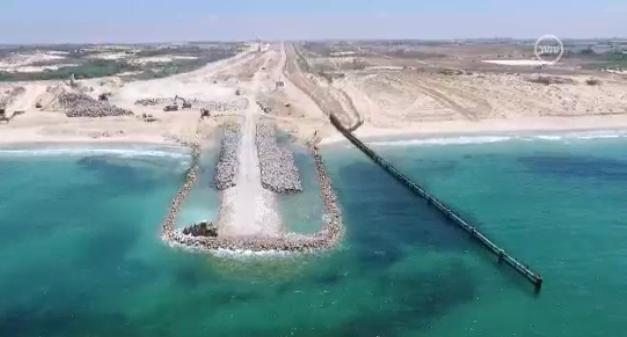 La barrière à hauteur de la plage de Zikim