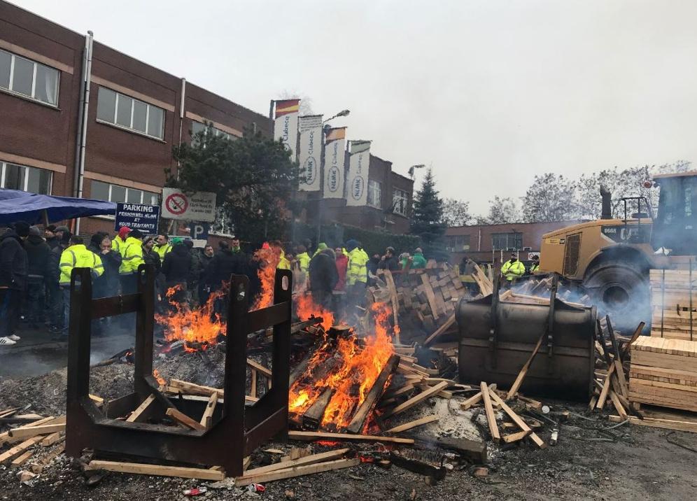 Le piquet de grève devant le site de NLMK Clabecq