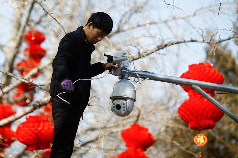 Installation d'une caméra dans un parc de Pékin