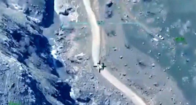 La voiture bombardée par les turcs, dans le collimateur de leur drone
