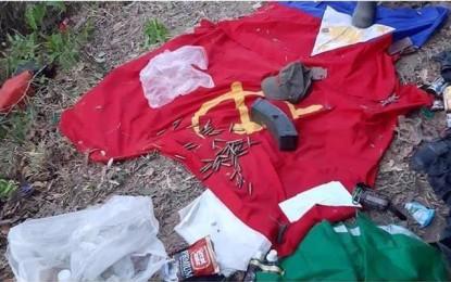 Drapeaux et munitions récupérés par l'armée ce dimanche