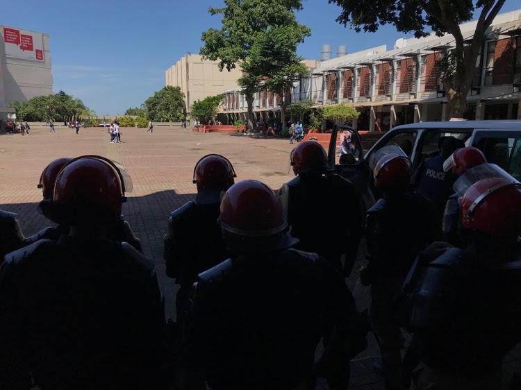 Forces de sécurité sur le campus de l'University of KwaZulu-Natal