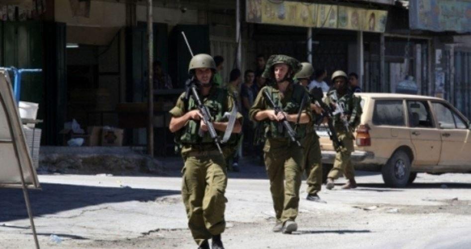 Les forces d'occupation pénétrant dans le camp de Shu'fat
