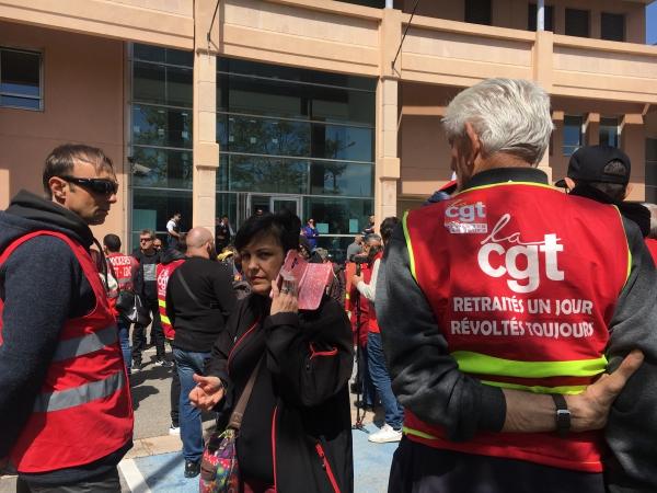 Mobilisation devant le commissariat de Martigues hier mercredi