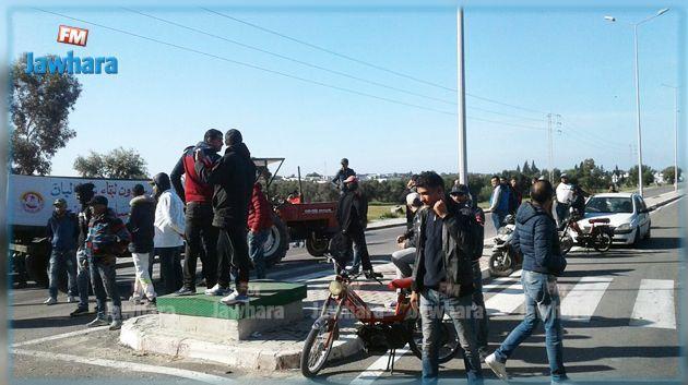 Les ouvriers d'Elbene industries sur la route nationale