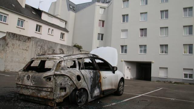 La Renault incendiée