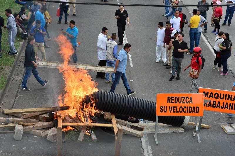 Construction d'une barricade à Tegucigalpa