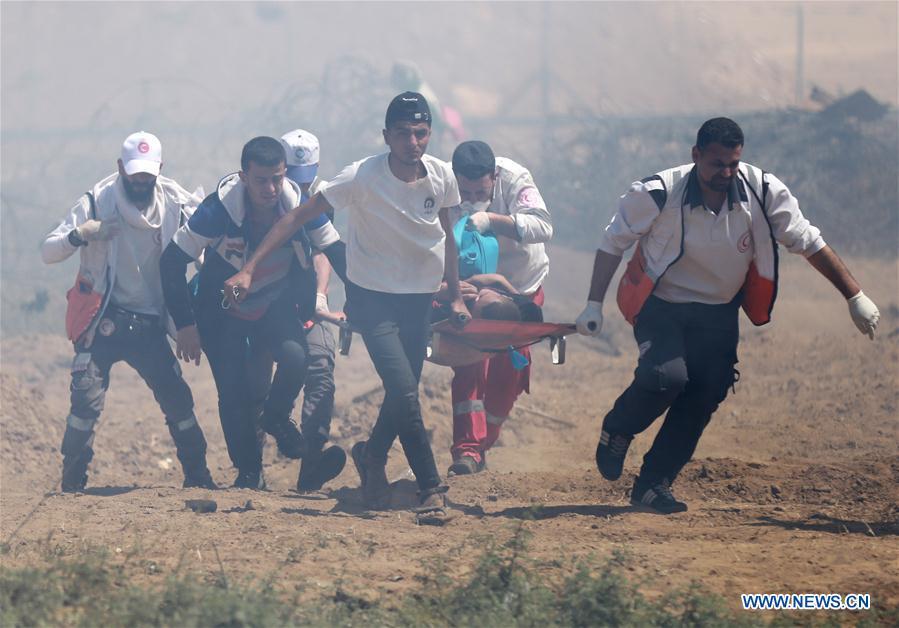 Evacuation d'un manifestant blessé ce mercredi à Gaza