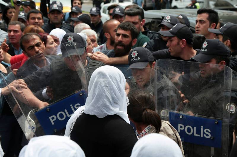 L'intervention policière à Diyarbakir