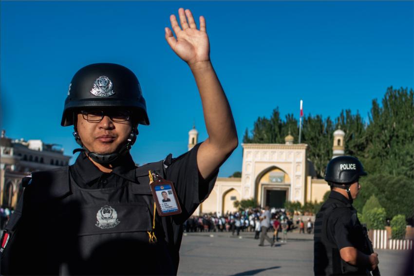 Un policier chinois à Kashgar, dans le Xinjiang.
