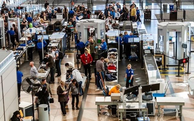 Contrôle à l'aéroport de Montréal