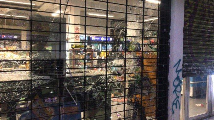 vitrine brisée vendredi soir à Santiago