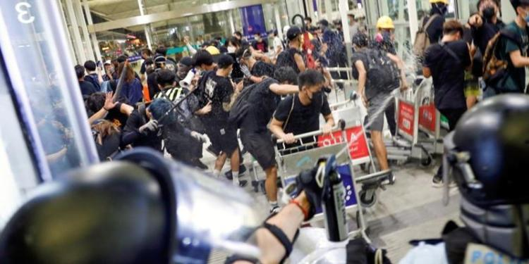 Les affrontements à l'a&éroport de Hong Kong