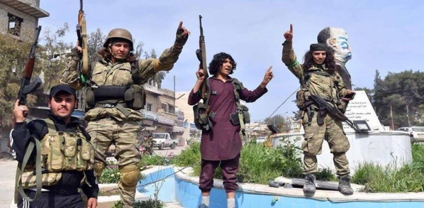 Jihadistes dans le centre de la ville d'Afrin, après la prise de la ville par l'armée turque