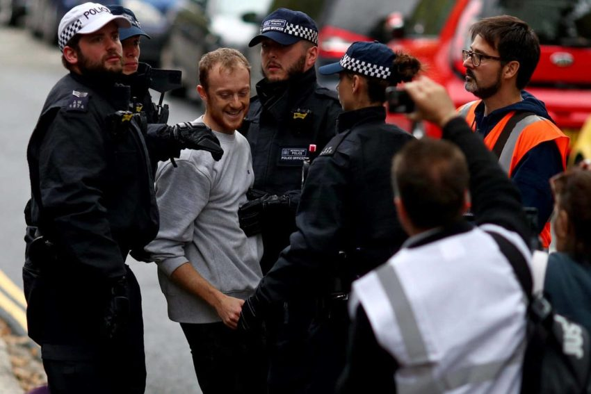 Arrestation d'un militant d'Extinction Rebellion