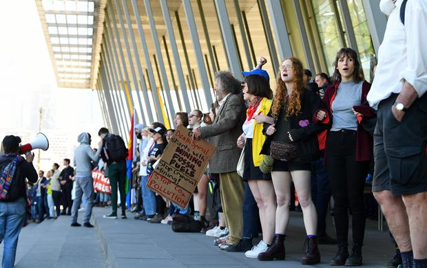 Blocage d'une conférence internationale sur l'exploitation minière à Melbourne