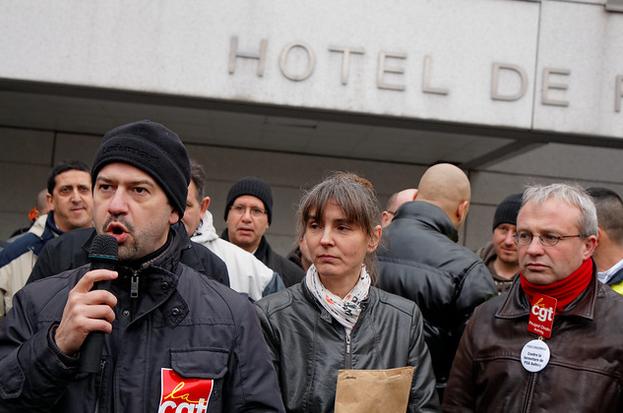 Hervé Ossant responsable syndical prenant la parole