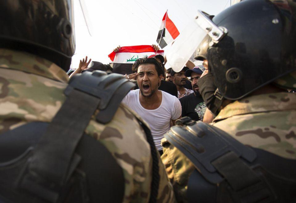 Des manifestations en Irak contre le gouvernement sont réprimées dans le sang.