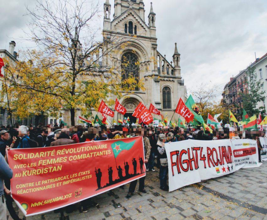 Rassemblement de solidarité sur le Parvis de Saint-Gilles avant la manifestation sauvage