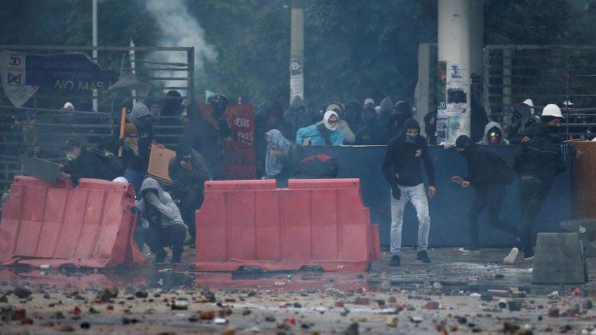 Des manifestant·es contre le gouvernement Duque à Bogota, le 21 novembre.