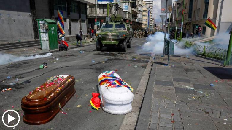La police réprime une marche qui portait les cercueils de 8 manifestants