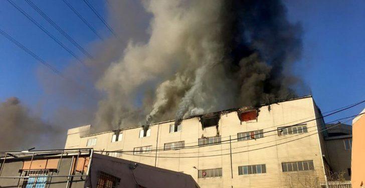 Une des deux usines incendiées à Istanbul