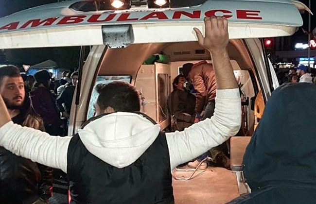 Une ambulance emporte un manifestant blessé à Sidon